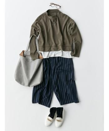 マニッシュで凛としたイメージになれるストライプパンツ。いつものデニムをストライプパンツに変えるだけで、きちんと感のある上品な着こなしが完成します。デイリールックの鮮度を上げたい方には、特におすすめの王道アイテム。  今回は、ストライプパンツを取り入れた、大人シンプルなコーディネートをお届けします♪