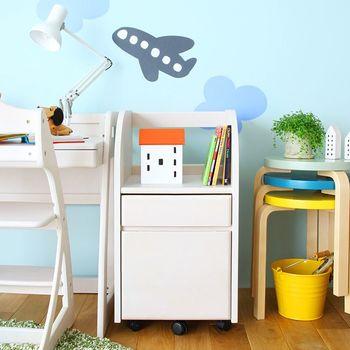 小さい頃はおもちゃや絵本を入れて、大きくなったら本棚やランドセル置きとして…。子供の成長に合わせて使い方が変化する、キャスターつきのワゴン。シンプルで長く愛用できるデザイン♪