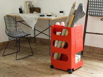 毎日使うものは、出し入れしやすい場所に置いておきたい。 でも、出しっぱなしで散らかるのもイヤ…。  そんなときは、お家の収納を『キャスターつき収納』に変えてみませんか?
