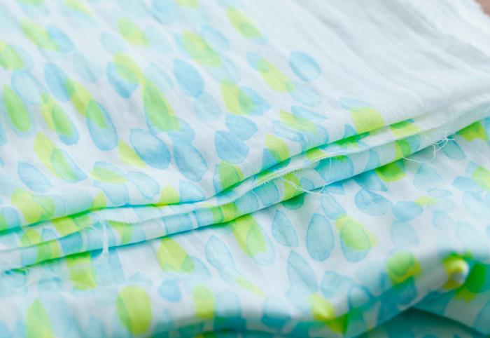 参考画像ではガーゼの生地を使用しています。柔らかく、通気性も良いので夏にぴったりです。