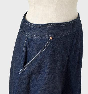 ウエストは無駄のないデザインで、トップスの裾インもきれいに整います。サイドには大きなリアルポケットがついていて便利♪