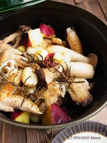 さつまいも・れんこん・きのこなど秋野菜を、蒸し焼きにすることで秋野菜のホクホク感を味わえる一品に。塩・黒こしょうで味付けをして、最後にバターを絡めるとコクがアップ!秋野菜の美味しさで笑顔になれる、シンプルなごちそうレシピです。