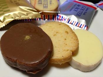 ミルクチョコレートやホワイトチョコレートでコーティングされたものもおすすめ◎厳選されたチョコレートを使用した贅沢な味わいです。ミルクチョコレートをコーティングしたプレミアムには金粉のトッピングも!