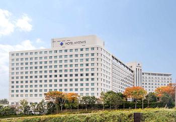 2018年2月に旧成田エクセルホテル東急が「ホテル マイステイズ プレミア成田」としてリブランドオープン。改装された客室は清潔感があって、リーズナブルな価格で宿泊できるのが嬉しいところ♪