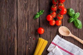 """最初はレシピを見て量ってお料理していたけど、最近は適当?目分量でお料理していると、味が定まらなかったり、いつも同じ味になってしまったり・・・。特にお菓子作りでは、きちんとはかることがとっても大切です。そんなときに、さっと使えて便利な計量グッズがあれば、お料理はもっと上手になれるはず。そこで""""はかる""""にまつわるおすすめキッチンツールをご紹介したいと思います。"""