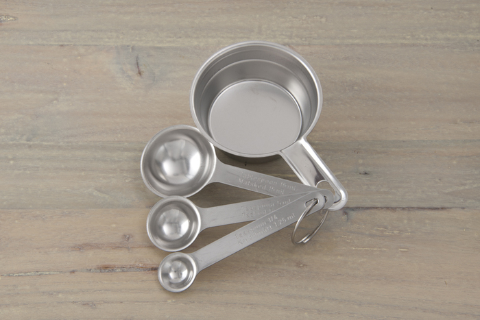 プロ仕様のしっかりとした作りの計量スプーンとメジャーカップ。ステンレス製でシンプルで丈夫な作りが特徴です。