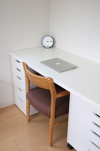 ワークスペースをお持ちのお家では、どのくらいのスペースを設けられているのか気になりませんか? 家計管理や趣味でパソコンを使う機会が増えてきていることから、デスク1台分ほどの広さを確保されているお家が多いようです。