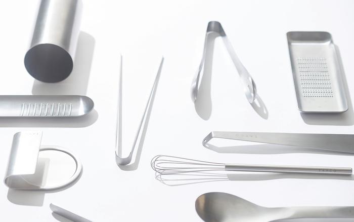 お箸とヘラの良いとこ取り。トングでお料理の効率化!