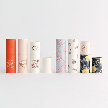 上品で使い勝手の良い紙の道具を提案するブランド「大成紙器製作所」の斬新なぽち袋「POCHI-PON」。お札を折らずに入れることができるため、型くずれしにくい紙管の新しい形のぽち袋は、印鑑ケースとしての使用も便利。