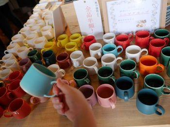 キナリノ読者にもファンが多い「波佐見焼」。長崎県波佐見町で制作されている陶磁器ですが、長崎市内でも取り扱っているお店も多くなってきています。旅行で便利な長崎空港でも少しだけですが、販売していますよ。