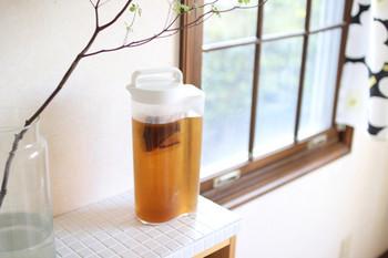 「今日はたくさん汗をかいたなあ」という日は麦茶を。水分と一緒にミネラルも補給でき、しかもカフェインを含まないので、夜でも気にせず飲むことができます。