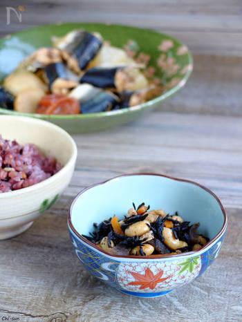 「椎茸だし」は体内の水分を維持するカリウムや、カルシウムの吸収を促すビタミンDを含み、成長期の栄養補給やダイエット中の食事に最適。たっぷりの具を使った料理に栄養と風味をプラスしてくれます。
