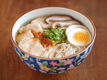 魚の味と香りがしっかり出る「いりこだし」は、うどんやそば、ラーメンといった麺類によく合います。いりこの粉だしをまぶして焼うどんやスパゲティを作るのも美味しいですよ。