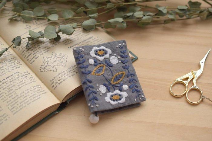 後半の4~6回の講座では、刺繍針を持ち運びできるニードルブックを作成します。北欧刺繍の魅力や楽しさに触れながら、自分だけの作品作りに挑戦してみてはいかがでしょうか。