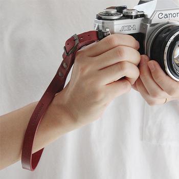 お気に入りのカメラには、やっぱりとっておきのアイテムがお似合いです。 ちょっとお洒落にコーディネートして、素敵な一瞬をカメラにおさめに、出かけてみましょう♪
