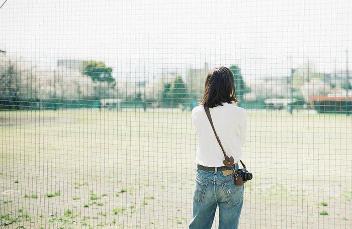 もうすぐ秋。美しい自然をカメラに収めるには絶好の季節ですね! 憧れの一眼レフ(ミラーレス)を買ったけど、カメラと一緒のおでかけはどうしよう… なかなかお気に入りのストラップやバッグがみつからなくて…そんなカメラ女子さんも多いのでは?