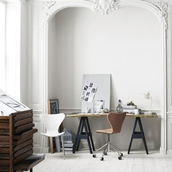 セブンチェアは作業用のチェアとしてもおすすめです。座りやすく、長く座っても疲れにくいのは嬉しいですね。
