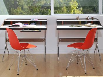 ミッド・センチュリーの家具は、戦後の開放感ある時代を体現するような、ポップなカラーや曲線を多用したデザインが特徴です。
