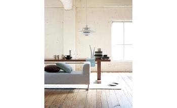 ペンダント照明の名作、「PH5」は、現在でも色褪せることのない洗練されたデザイン。テーブルを明るく照らしてくれます。