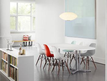 ミッド・センチュリーとは、「一世紀の中間」を意味し、1940~60年代のことを指します。アメリカを中心としたインダストリアルデザイン(産業デザイン)を施された家具は、ミッド・センチュリー家具やミッド・センチュリーインテリアと呼ばれて人気を博しています。
