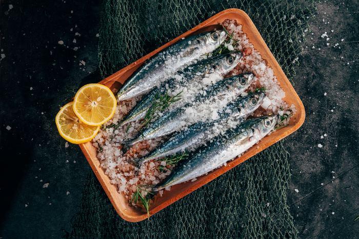 """""""ぺスコ・ベジタリアン""""は時に「魚菜食」と呼ばれることがあるくらい魚を積極的に食べます。しかし、お肉や乳製品、卵は食べません。"""
