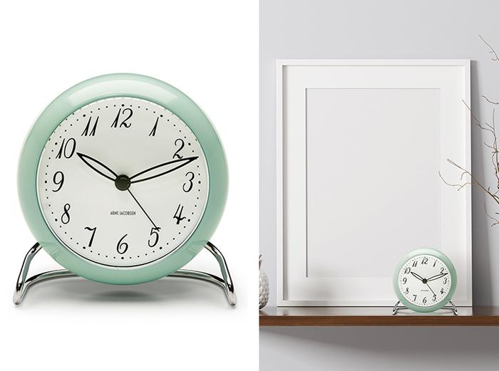 毎年限定カラーが発売される、アラーム機能やLEDライトが搭載された卓上時計。今年は、1939年に誕生した、ヤコブセン初のプロダクトデザインであるテーブルクロック「LK」をベースモデルに初めて採用しています。やさしい色味のアイスブルーは、ヤコブセンが自身の作品に採用していたカラーからセレクト。ヤコブセンのデザインスピリットが詰まった、ファンにはたまらない仕上がりになっています。 こちらは10月下旬発売予定。10月上旬よりオフィシャルサイトにて先行予約の受付を開始します。