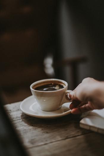 同僚や友達、家族など、気心の知れた相手とたわいもない会話をすることは、楽しくて気持ちのリフレッシュにもなりますね。悩み事や心配事があっても、会話をすることによって解決した経験がある方もいるでしょう。