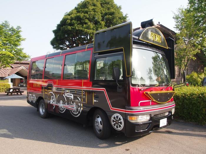 散歩ゾーンには、天然温泉の宿泊施設「ホテル田園プラザ(旧SLホテル)」もあり、日帰り温泉も楽しめ、宿泊も可能です。 【「ホテル田園プラザ」と「田園プラザ川場」を繋ぐシャトルバス。】