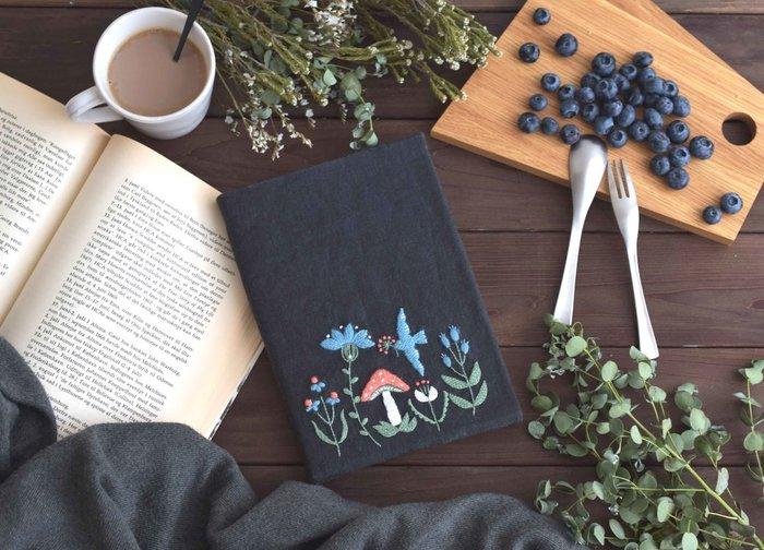 刺繍糸や生地の選び方、道具の使い方や毛糸の編み方など。 刺繍や編み物の基本を覚えれば、秋のおうち時間がさらに楽しくなるはずです。 秋の夜長はコツコツ、チクチクとハンドメイドを楽しみながら、素敵な時間を過ごしてみてはいかがでしょうか。