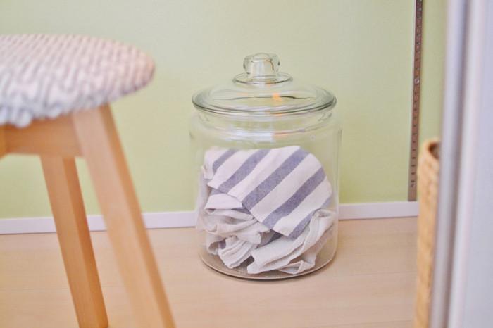 いらなくなった布をカットして使いやすくしたウエスも家電掃除に重宝するアイテムのひとつ。汚くなったら、そのまま捨ててしまえるので、後片付けが簡単ですね。