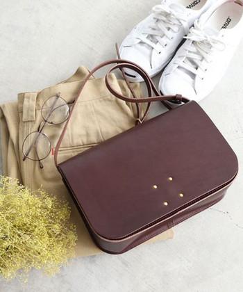 秋から冬にかけて服装が変われば、バッグも合わせて替えたいという女性は多いですよね。そこで今回は、秋冬にぴったりなカラーや素材感のバッグをご紹介します。 秋冬用のバッグを買おうと考えていた方は、ぜひ参考にしてみてくださいね。