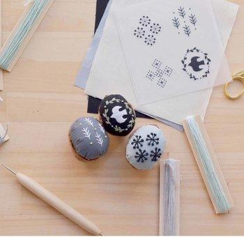 手仕事の温もりあふれる素朴なピンクッションは、北欧らしいおしゃれなステッチがとっても素敵です。必要な道具は全て教室で用意されているので、手ぶらのままですぐに刺繍を始めることができますよ。「北欧刺繍に挑戦してみたい」という方は、まずは簡単な体験レッスンからはじめてみませんか?