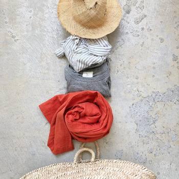 そこで今回は、秋の運動会や行楽シーズンのUV対策を意識したファッション・当日気をつけたいこと・帰ってからのケアなど、アイテムを中心にUV対策のヒントをご紹介します。せっかく夏は日焼け対策をしたのに、秋になってから日に焼けてしまった…なんてことのないように、抜かりなく対策をしてくださいね!