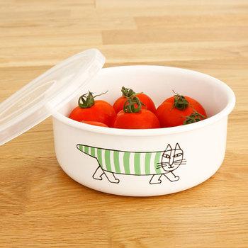 北欧の人気ブランド「リサラーソン」のホウロウストッカーは、フルーツやサラダなどをお弁当箱とは別で持っていきたい時にもぴったりなアイテム。キュートな猫のイラストで、ランチタイムがもっと楽しくなりそうです。