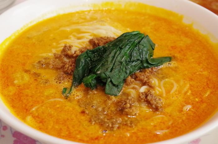 """""""期待以上の味""""と評される「四川皇麺(タンタンメン)」は、ここを訪れたら一度は味わいたいメニューのひとつ。極細の麺に濃厚なスープが絡み、あとからじわじわくる辛さがたまりません。わざわざこれを食べに訪れるリピーターも多いんですよ。"""