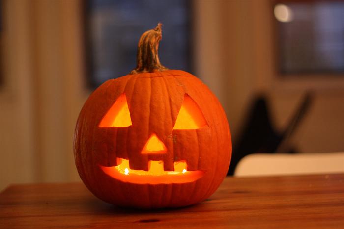 ハロウィンといえば、ジャック・オー・ランタン!元々はかぼちゃではなく、カブで作られていたそうで、悪霊除けと善霊を呼び寄せると言われています。お部屋にあるだけでハロウィンムード満点!ろうそくではなくLEDキャンドルなら、小さなお子さんがいても安心です。