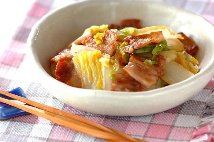 白菜と豚肉は、とっても相性がいい黄金コンビ。蒸し煮にしてそれぞれの素材の旨みをぎゅっと引き出して。バターを入れてコクをアップさせるのがポイントです。