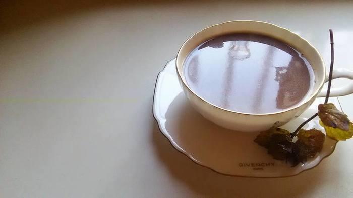ホットチョコレートにミントをプラスしたお手軽なレシピ。疲れている時にきれいな月を眺めてほっと一息つく時のお供におすすめです。