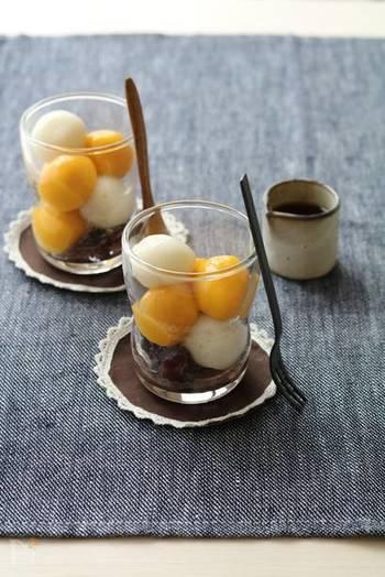 気軽にお団子を作って楽しむなら、白玉団子のアレンジレシピがおすすめです。満月のような黄色いかぼちゃ団子とウサギのような白いお団子の彩りがきれいですね。