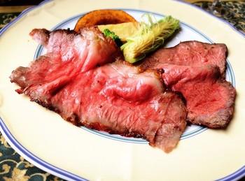 付け合わせのお野菜も、旬のものが楽しめます。お肉とお野菜、それぞれの旨味と甘味にため息がこぼれそう。