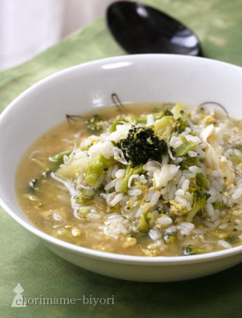 和風味の雑炊に飽きたら、洋風雑炊も。オリーブオイルとコンソメを使っているので、リゾットをいただいているような気分になりますよ。