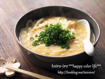 明太子と卵をアレンジした優しいお味のあんかけうどんです。明太子卵あんをたっぷりとかけるので、冷めにくく、ゆっくり食べても最後まで美味しくいただけます。