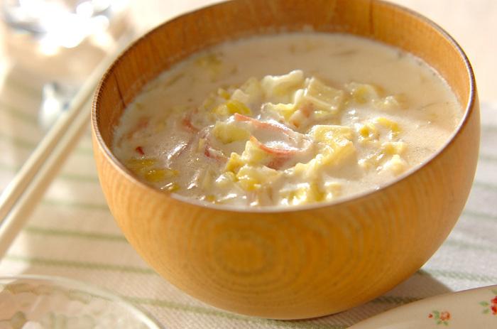 ベーコンとキャベツにミルクという相性抜群の素材を使ったやさしいお味のミルクスープです。ミキサーなどがいらないので、手軽に作ることができます。