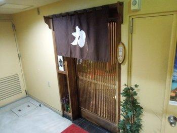 甲府駅から徒歩でも行けるこちらのお店は、箸でも切れるとんかつが食べられるお店として人気のお店です。