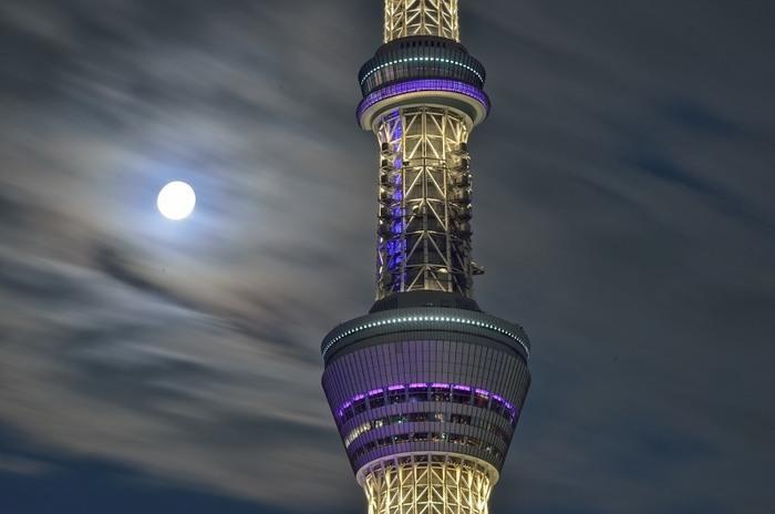 """日本百名月に認定された東京スカイツリーから望む名月の鑑賞会。地上350メートルの東京スカイツリー天望デッキでのジャズライブを楽しめるなど、""""大人が愉しむ、秋の夜長""""をテーマにした様々なイベントが開催されます。"""