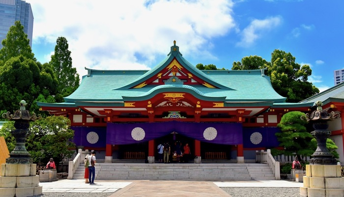 東京 赤坂駅近くの日枝神社(ひえじんじゃ)では、日本伝統の雅楽の演奏や巫女舞、舞楽が行われる「中秋管絃祭」が開催されます。チケットが前売り販売されているので、足を運ぶ方は早めにチェックしておきましょう。
