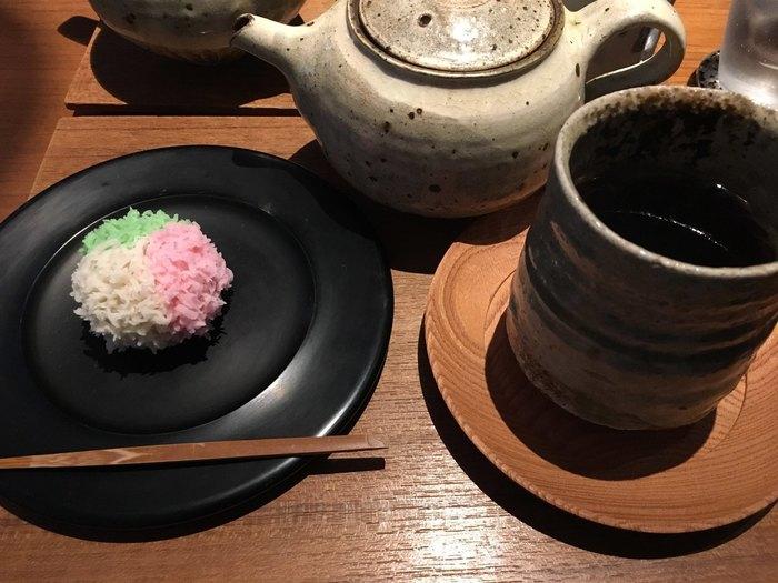 もちろん上生菓子も格別。お菓子とのセットメニューでお茶はもちろん、和菓子に合うコーヒーも楽しめます。中庭を眺めながら時間を忘れて、いつまでもゆっくりできちゃいそうです。