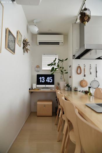 設置場所は家事の合間に作業できるようキッチンやリビングが多く、次いで日々の記録やブログなど寝る前にゆっくり作業できる寝室です。