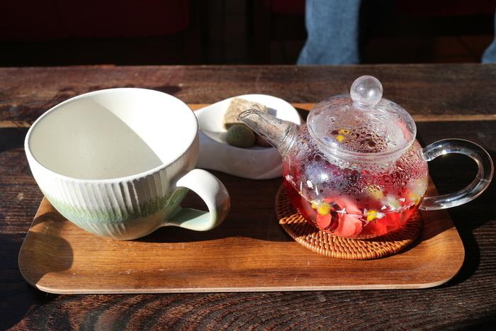 ブックカフェとしても利用できるので、ドリンクを飲みながらゆっくりとした時間を過ごせます。