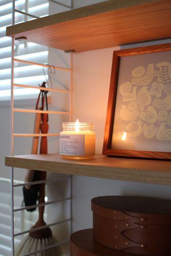 優しい雰囲気のアロマキャンドルで、お部屋がぬくもりあふれる空間に…。色々な香りの精油で、気分によって色々な香りを楽しんでみてはいかがでしょうか!